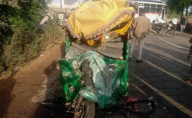 Road Accident Take Place At Madhya Prdesh Gwalior - Sakshi