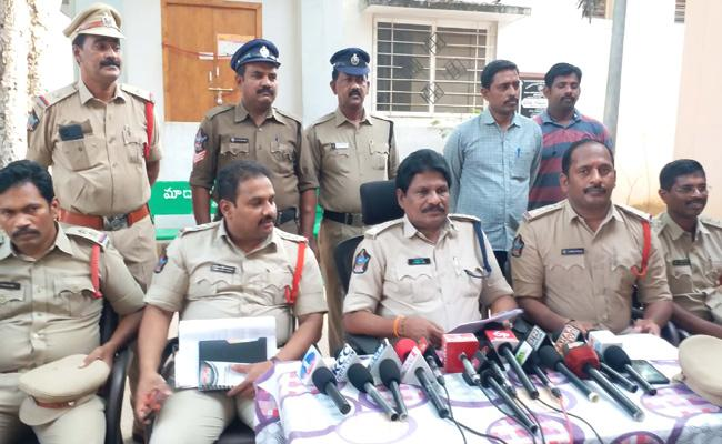 Extra Marital Affair: Woman Murdered A Man With Help Of Her Sister - Sakshi