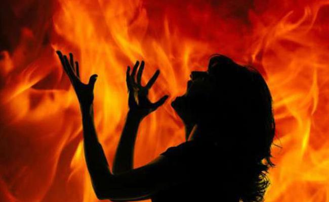 Nalgonda Crime: Husband Poured Petrol On Wife And Set Her On Fire - Sakshi