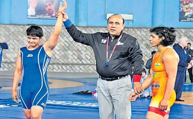 Sonam beats Sakshi Malik again