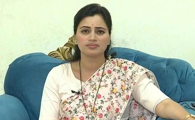 Navaneet Rana Alleges Threatened In Parliament Warned Of Acid Attack - Sakshi