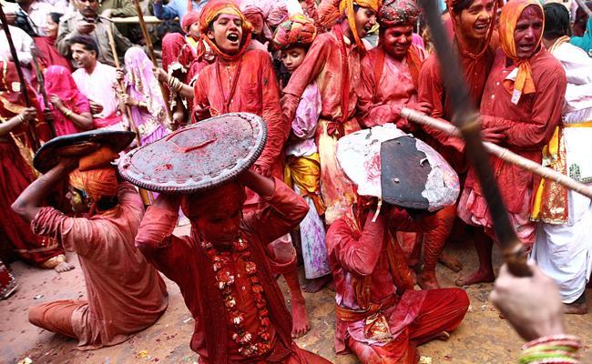 Lathmar Holi 2021:Hundreds Of Men Women Play - Sakshi