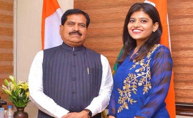 Suresh Angadi Daughter Says Will Ready To Contest Belagavi LS By Poll - Sakshi