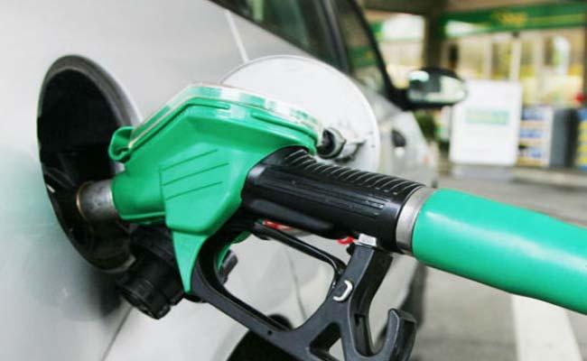 Petrol and diesel prices have been cut for 2nd straight day - Sakshi
