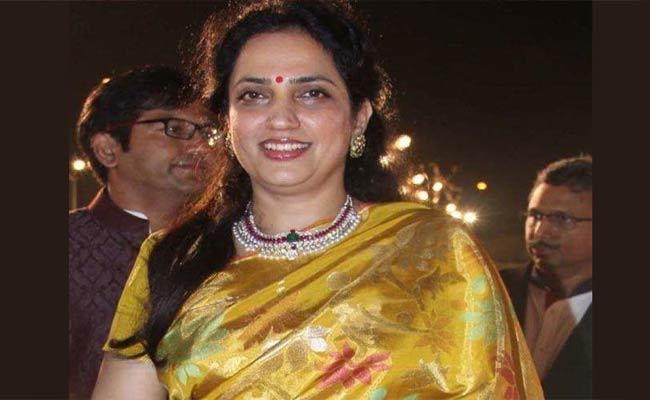 CM Uddhav Thackeray Wife Tests Positive For Coronavirus - Sakshi