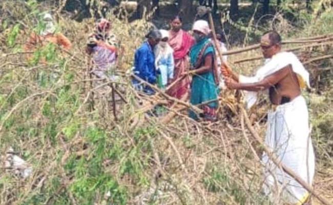 Temple Priest Working For Mahatma Gandhi Employment Scheme - Sakshi