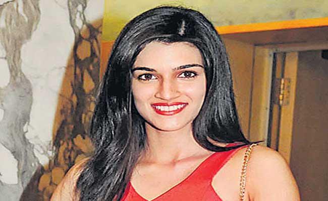 Kriti Sanon Goes the Extra Mile for Adipurush On Learns Telugu - Sakshi