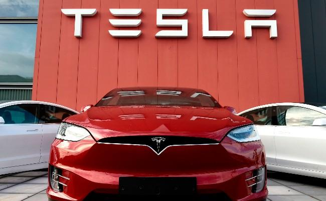 Swedish Amputee Thanks Tesla For 'helpful' Feature In Car - Sakshi