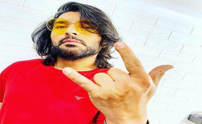 Yuvraj Singh New Look Photos Posted In Instagram Gone Viral - Sakshi