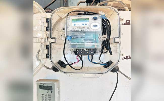 Kondurgu Transco AE Vinay Kumar Said About New Digital Current Meter - Sakshi