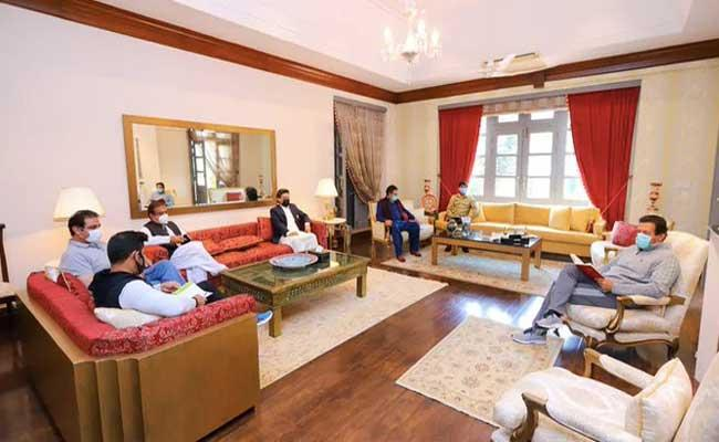 Criticism as PAK PM holds meeting with media team - Sakshi