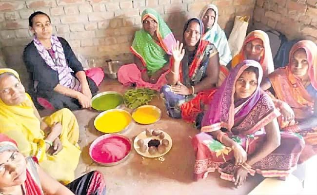 Looking For A Herbal Holi? UPs Palash Gulal In Demand Right Up To London - Sakshi