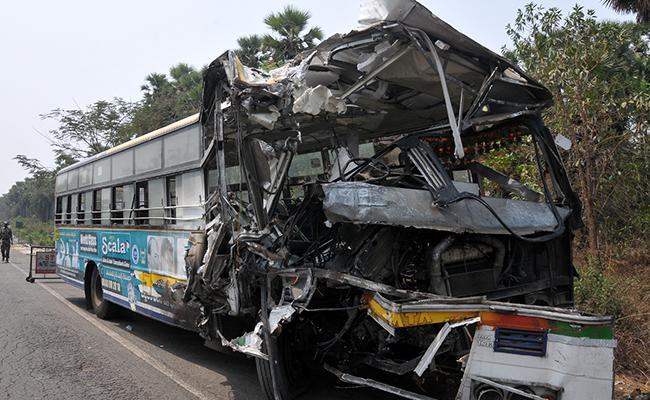 Road Accident In Sunkaripeta At Vizianagaram District - Sakshi