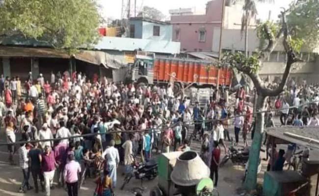 8 Killed As Truck Ploughs Into Roadside Eatery In Bihar - Sakshi