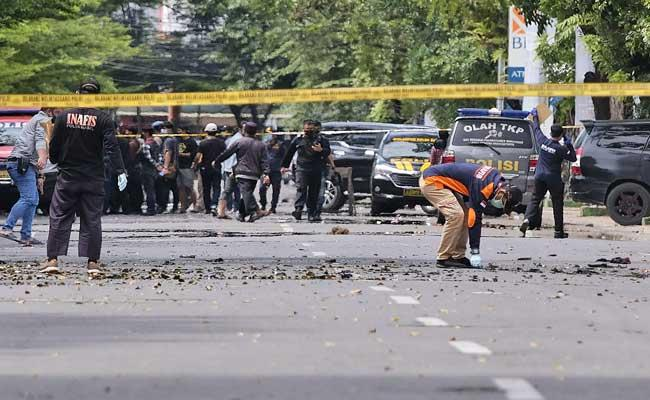 Suicide attack rocks Indonesia church - Sakshi
