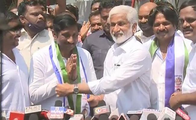 Kashi Vishwanath Joins YSRCP Welcomed By MP Vijayasai Reddy - Sakshi