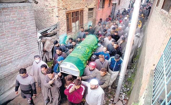 JK Councillor, Policeman Shot Dead Outside Municipality Office in Sopore - Sakshi