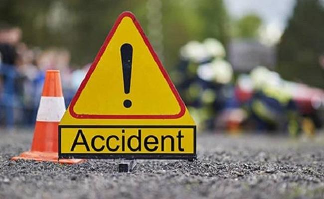 Decapitated Girl In Accident On HighWay, Khandwa, Madhya Pradesh - Sakshi
