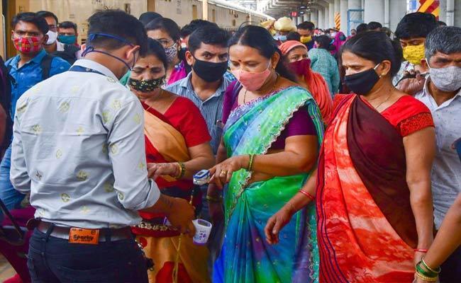 Maharashtra CM Asks Officials To Start Preparing For Lockdown - Sakshi