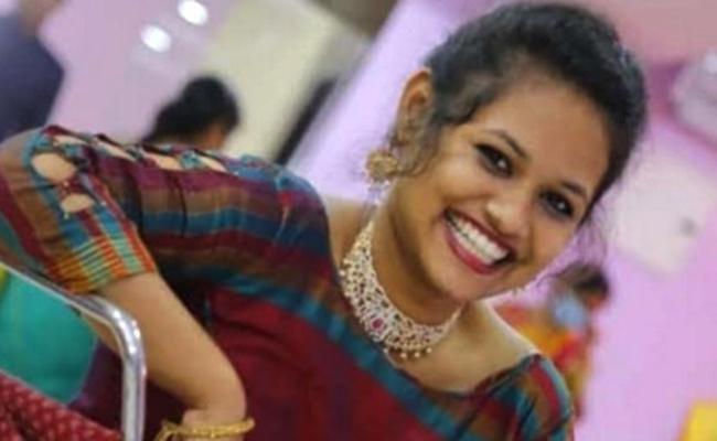 Lover Cheating Youn Girl Life Ends In BanjaraHills, Hyderabad - Sakshi