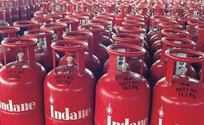 LPG Cylindar Gas Reduce 10 Rupees Announced Indian Gas - Sakshi