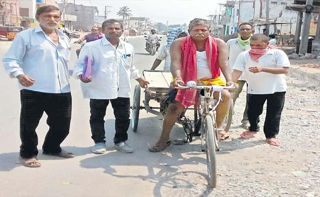 Candidate Came In The Rickshaw And Put The Nomination For Sagar Eection - Sakshi