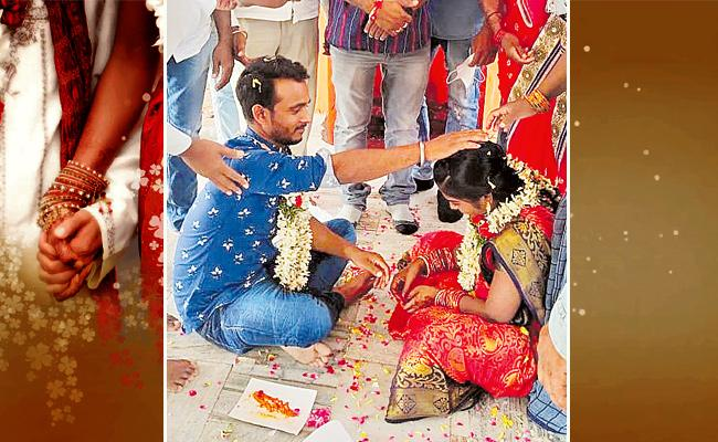 Love Couple Getting Marriage With The Help Of Internet In Warangal - Sakshi