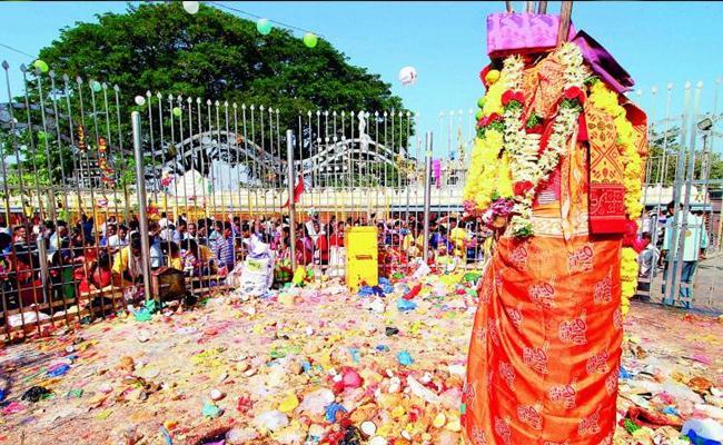 Sammakka-Saralamma Jatara Begins In Warangal - Sakshi