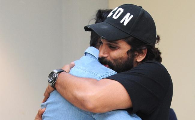 Allu Arjun Praises Uppena Movie - Sakshi