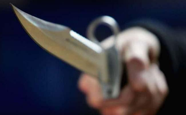 Software Engineer Attacks By Knife On Young Girl In Hydershakote - Sakshi