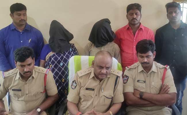 Mother And Husband Arrested In Woman Assassition Case In East Godavari - Sakshi