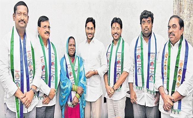 MLC polls: Six Candidates Of YSRCP File Nomination In Amaravati - Sakshi
