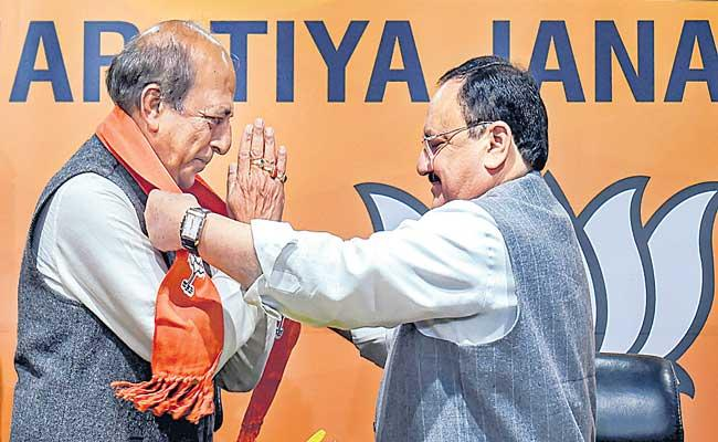 Former TMC MP Dinesh Trivedi joins BJP - Sakshi