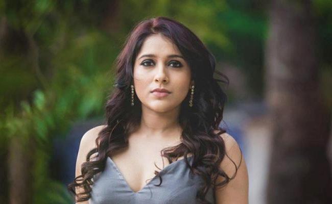 Anchor Rashmi Gautam Shocking Comments On Womens Day - Sakshi