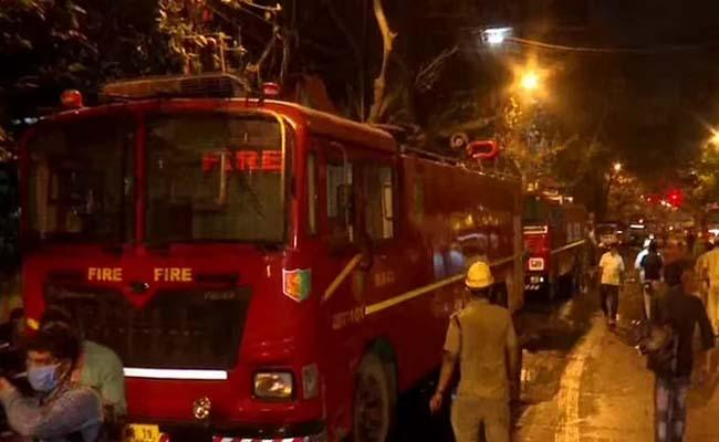 Firemen Cop Among 9 Dead In Kolkata Blaze, Mamata Banerjee Visits - Sakshi