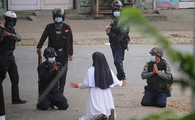 Photo Of Myanmar Nun Pleading With Military Goes Viral - Sakshi