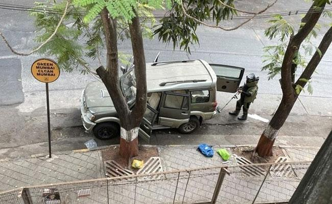 Sachin Vaze driver drove explosives laden Scorpio to Antilia - Sakshi