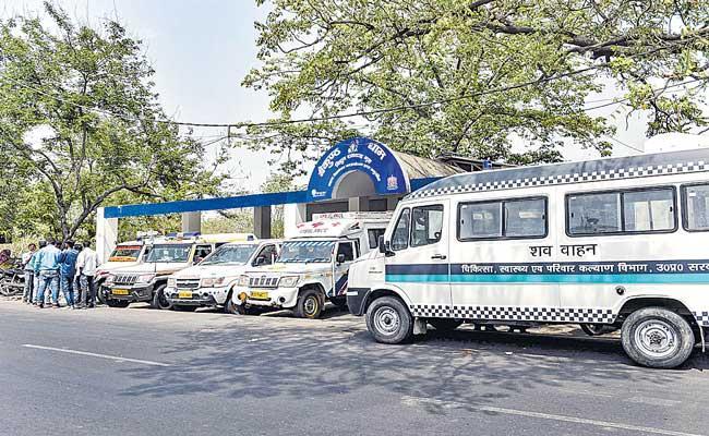 India records highest ever 1,31,968 new Corona cases - Sakshi