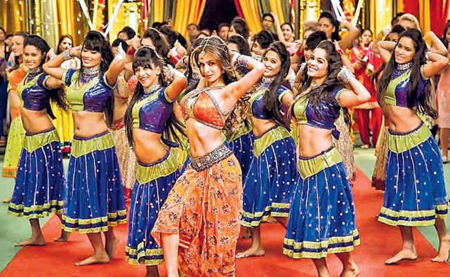 No Permission For Shooting In Group Scenes Says Maharashtra Movie Association - Sakshi