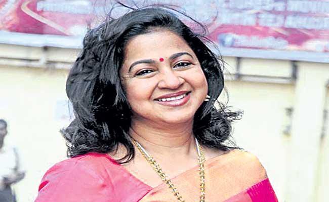 Radikaa Sarathkumar gets COVID-19 vaccination - Sakshi