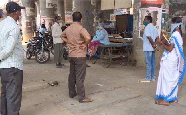 Karimnagar Covid Woman Sleeps On Woman Corrugated Cart - Sakshi