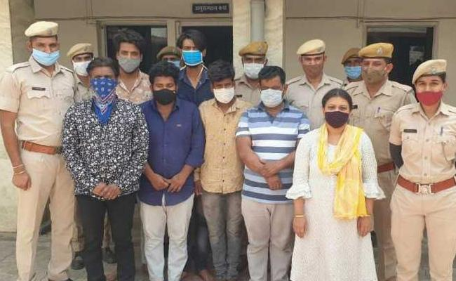 wife murder her husband due to illegal affair with his elder brother - Sakshi