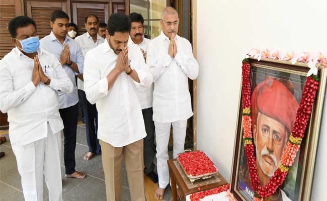 CM YS Jagan Pays Tribute To Jyothi Rao Pule - Sakshi