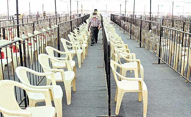 Indian states warn of COVID-19 vaccine shortages - Sakshi