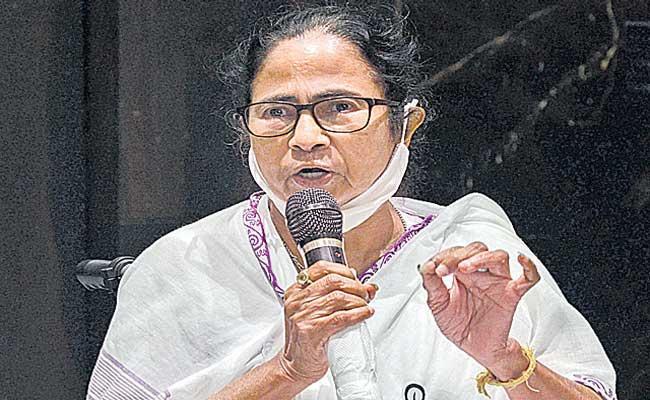 West Bengal CM Mamata Banerjee demands Amit Shah resignation - Sakshi
