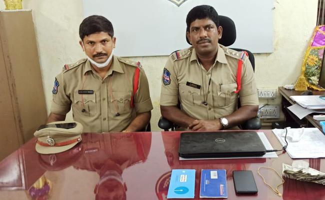 Vemulawada Police Arrested A Woman who Cheated A Young Boy By Chatting - Sakshi