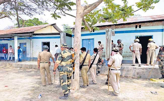 Five killed during West Bengal election violence - Sakshi