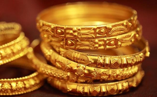 Women Steal Gold Jewellery In Prakasam - Sakshi