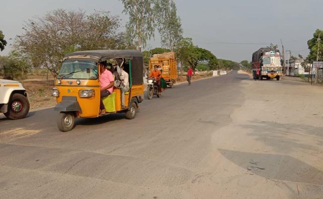 Corona Cases Increases No Check Ups Maharashtra Passengers - Sakshi