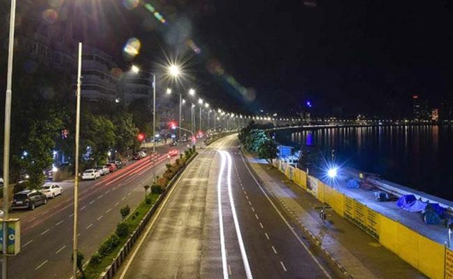 Covid 19 Second Wave Strict Night Curfew In Bangalore - Sakshi